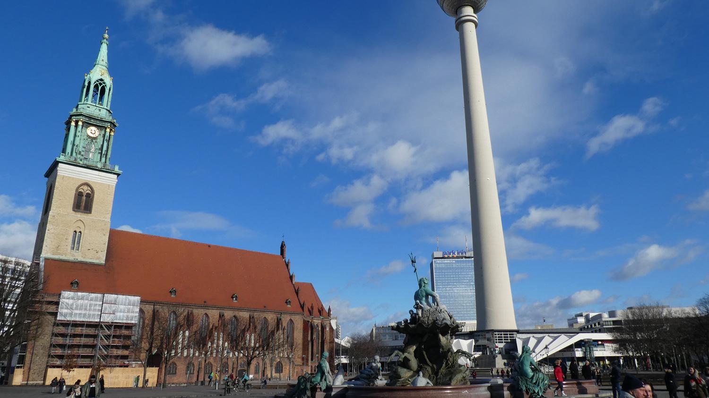 Marienkirche, Neptunbrunnen and Alexanderturm